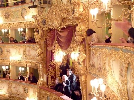 Teatro La Fenice - il Sindaco Giorgio Orsoni saluta - Venezia (1726 clic)
