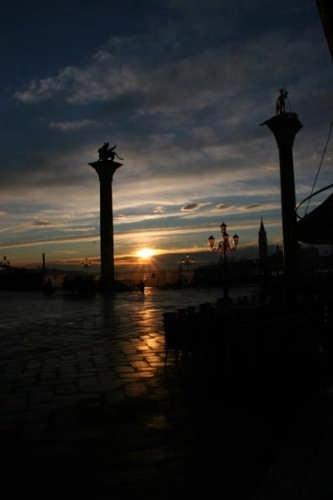 Alba in Piazza San Marco - Venezia (4297 clic)