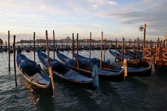 Gondole a Venezia (4549 clic)