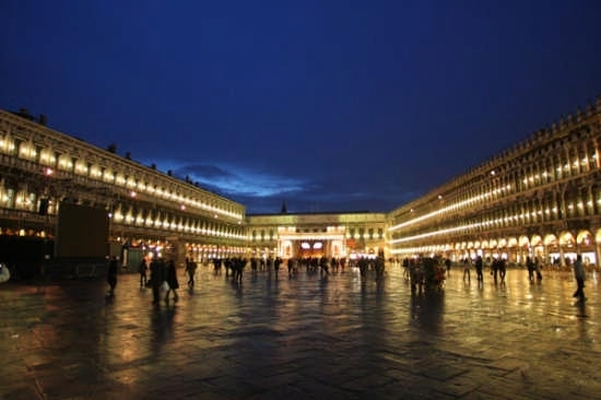 Piazza San Marco di Notte - Venezia (26987 clic)