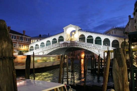 Il Ponte di Rialto - Venezia (12454 clic)