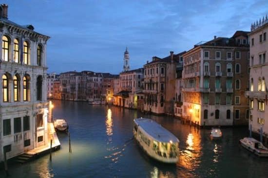 Il Ponte di Rialto - Venezia (5373 clic)