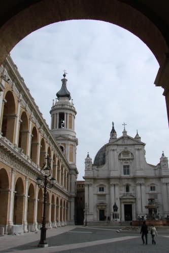 Loreto(AN) LA BASILICA (2612 clic)