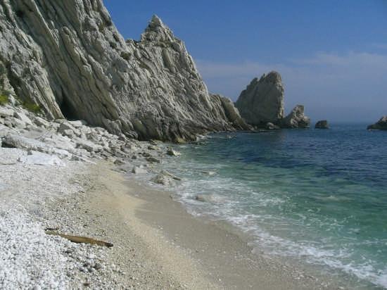 sirolo (an)  La  spiaggia delle  DUE SORELLE   Regione Marche  (33262 clic)