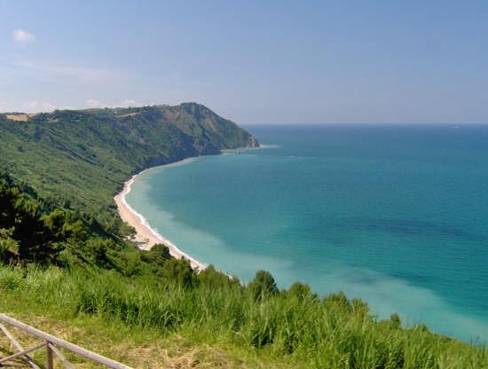 foto della spiaggia di MEZZAVALLE  ancona  (24919 clic)