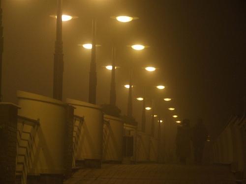 Passerella sulla darsena di Cattolica - nebbia (3366 clic)