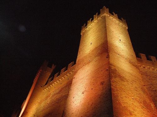 Gradara -  Notturno alla Torre medievale (3077 clic)