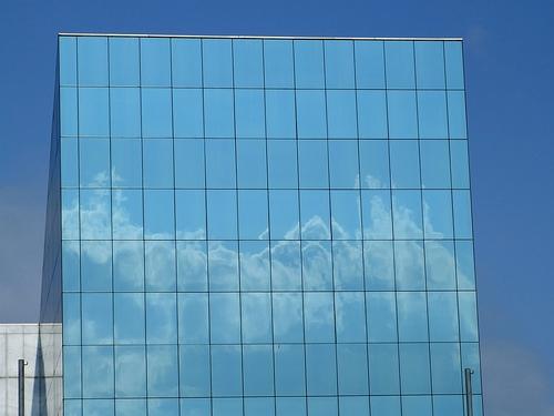 Rimini - Palazzo sulla Statale - Cielo nel cielo (2250 clic)