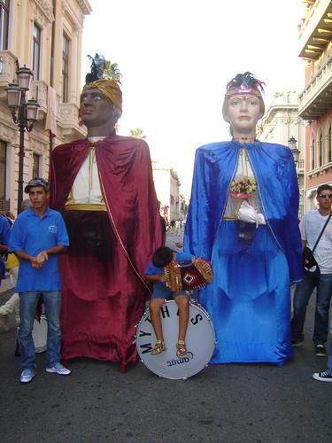 IL GIGANTE E LA GIGANTESSA - Reggio calabria (3604 clic)
