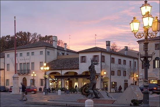 In piazza - Mirano (6504 clic)