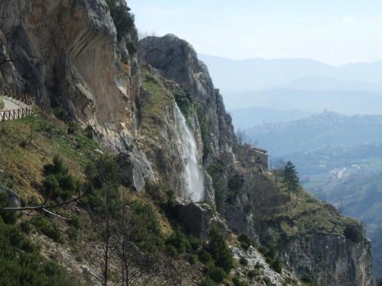 cascatella del balzolo - Pennapiedimonte (4111 clic)