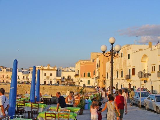 Passeggiata prima di cena - Gallipoli (5076 clic)