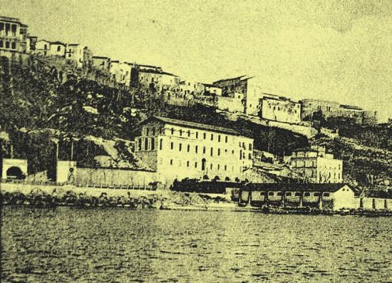 1927-l'hotel Gobbo della famiglia Cieri, direttamente sulla spiaggia e collegato al paese alto dalla vicina funicolare - Ortona (3825 clic)