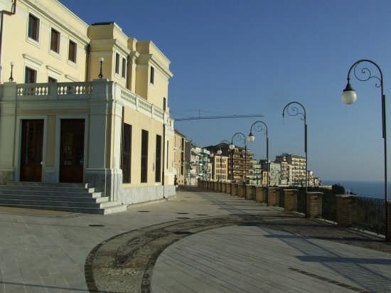 la passeggiata orientale - Ortona (5763 clic)