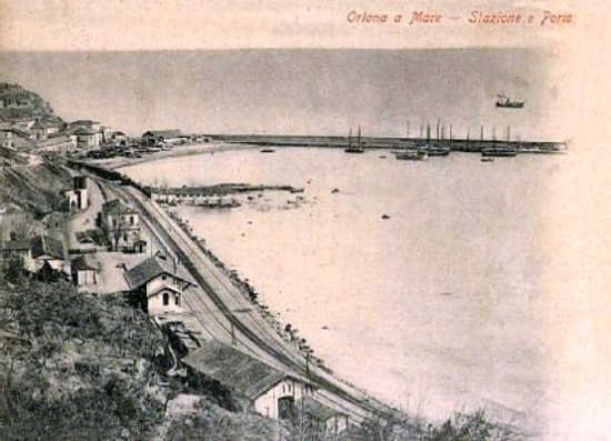 stazione ferroviaria e vista sul vecchio porto 1920 - Ortona (4641 clic)