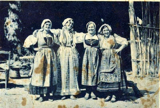 donne ortonesi in costume 1930 - Ortona (8235 clic)