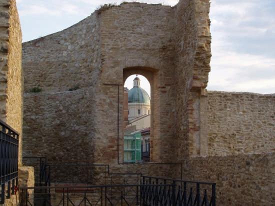 Ortona-castello aragonese (2981 clic)