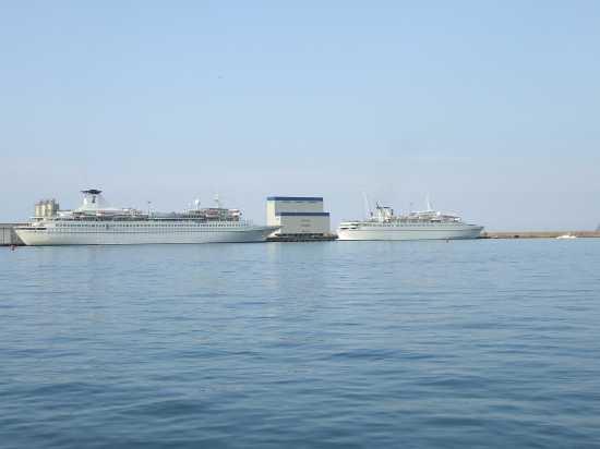 porto di Ortona le navi del G8 (4221 clic)