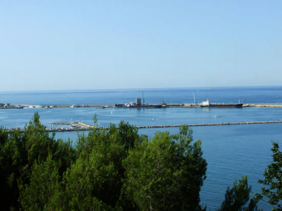 il porto dal colle di San Donato - Ortona (2023 clic)