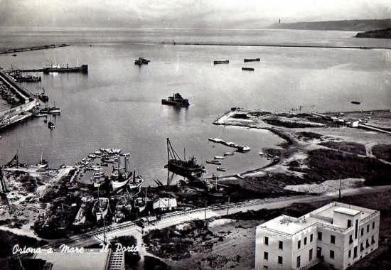 il porto di Ortona 1965 (2884 clic)