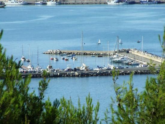 il porticciolo turistico visto dal colle dell'acquabella - Ortona (2071 clic)