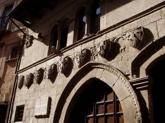 Taverna Ducale-stemmi - Popoli (3107 clic)