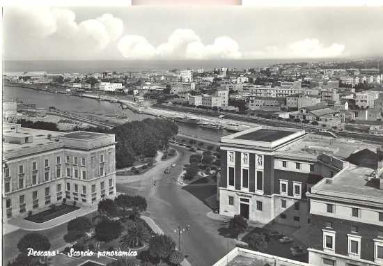 Pescara,porto canale visto da nord  1960 (4044 clic)