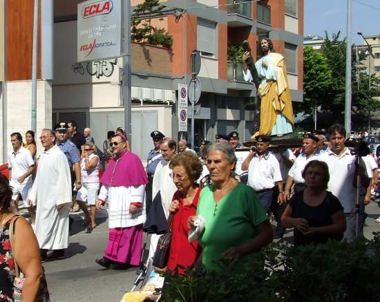 via Gobetti la processione di Sant'Andrea 2008 - Pescara (2991 clic)