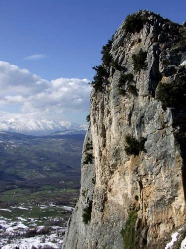sullo sfondo la Maiella - Pescopennataro (6020 clic)