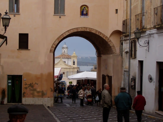 mercato settimanale nel centro storico - Pianella (4088 clic)