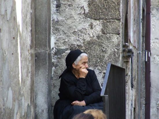 donna in costume - Scanno (2321 clic)