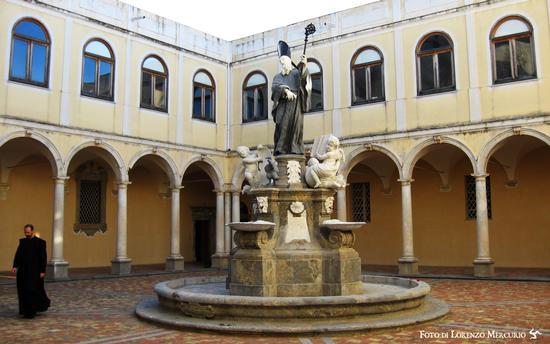 Chiostro del monastero benedettino - San martino delle scale (3503 clic)