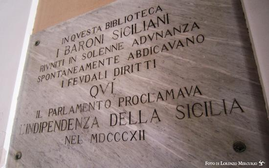 Lapide alla Biblioteca Nazionale Siciliana - Palermo (2455 clic)