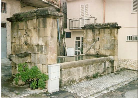 FONTANA SERRONE - Reitano (2637 clic)