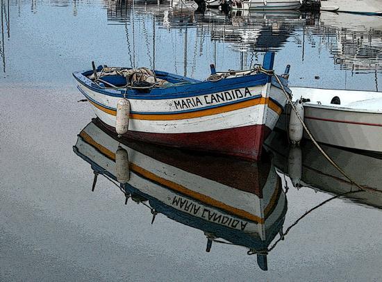 Barca e riflessi - San nicola l'arena (2627 clic)