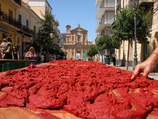 Baarìa    .....  Astrattu  .... in piazza. - Bagheria (7623 clic)