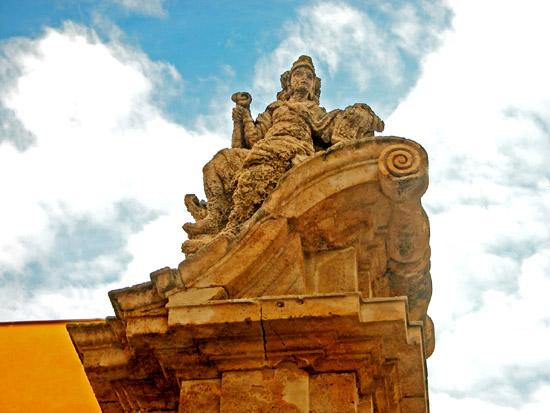 Villa Palagonia. Statua del settecento in tufo. Baarìa  -  Giuseppe Tornatore - Bagheria (5477 clic)