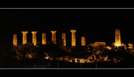 Esterno notte...Tempio di Ercole  - Agrigento (5093 clic)