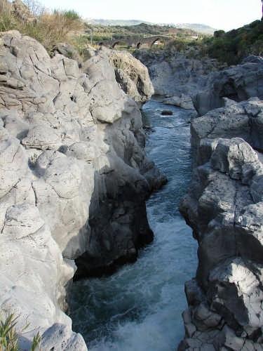 Gole del Simeto con ponte dei Saraceni - Adrano (5822 clic)