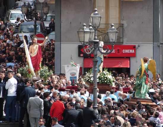 Processione in piazza - Biancavilla (3921 clic)
