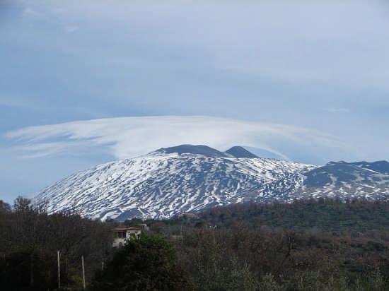 Etna vista dalle vigne di Biancavilla (4879 clic)