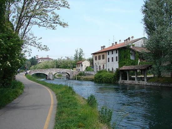 Pista ciclabile Naviglio  Grande - località Ponte - Cuggiono (5445 clic)