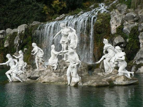 Fontana 2 Reggia Caserta (4440 clic)