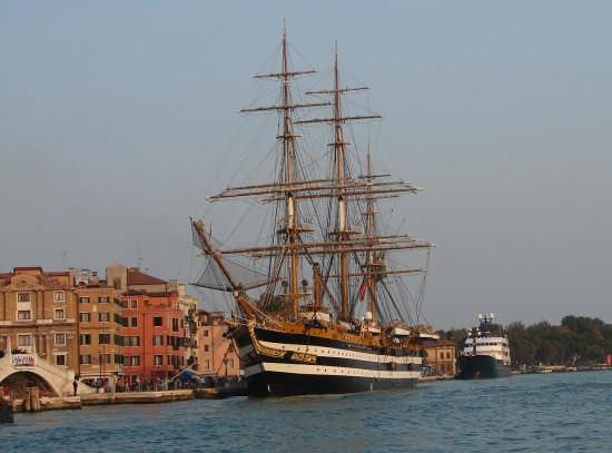 L'Amerigo Vespucci a Venezia (2837 clic)