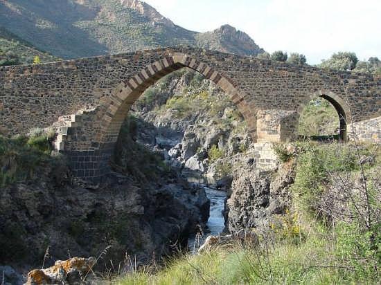 Ponte dei Saraceni sul Simeto - Adrano (4713 clic)