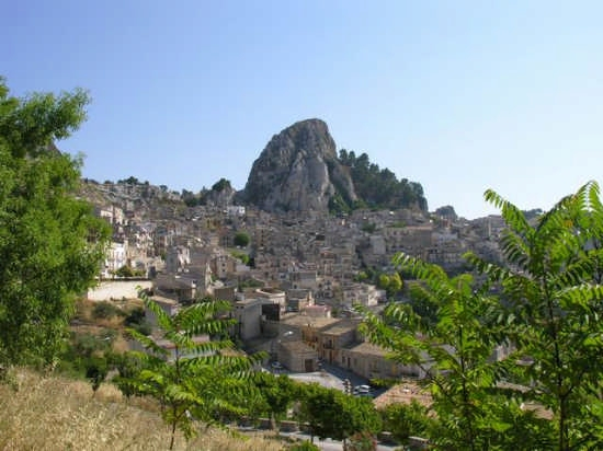 La rocca - Caltabellotta (3948 clic)