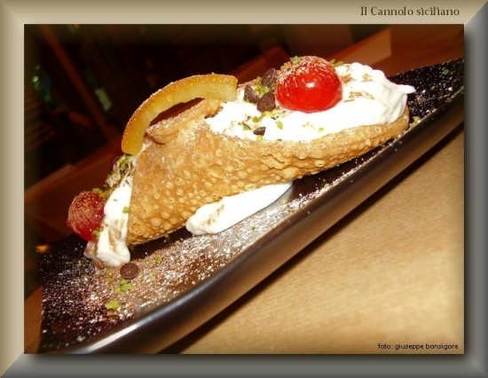 Il Cannolo con ricotta - Tipio dolce siciliano - Licata (4528 clic)