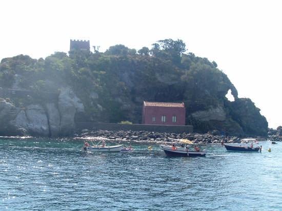 isola lachea - Aci trezza (5538 clic)