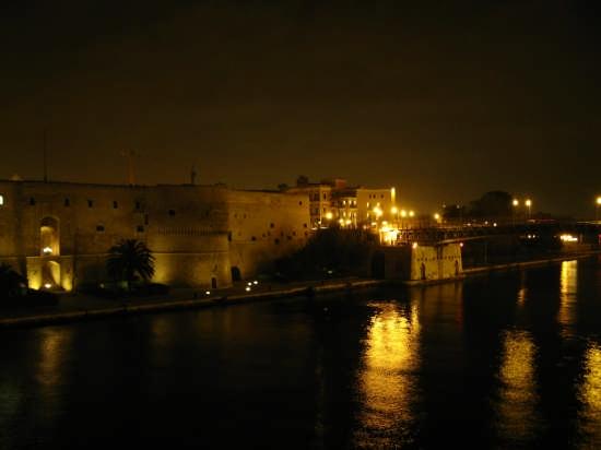 Taranto di sera (6258 clic)