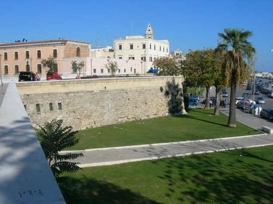 Muraglia di Bari (9188 clic)